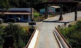 Vargem Bonita - Vargem Bonita-MG-Ponte e Pórtico de entrada da cidade-Foto:Prof. Dr. Ivan Andrade