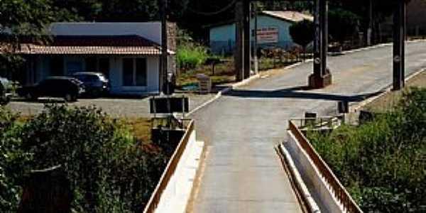 Vargem Bonita-MG-Ponte e Pórtico de entrada da cidade-Foto:Prof. Dr. Ivan Andrade