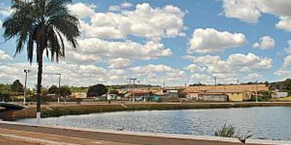 Lagoa, belo cartão postal de Varjão de Minas