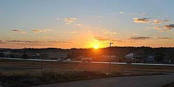 Panorâmica da cidade ao nascer do sol