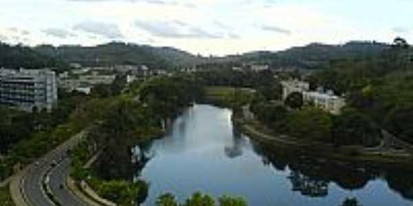 Viçosa-MG-Vista do Lago e Prédio da Universidade Federal de MG-Foto:joaojoel