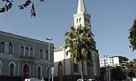 Visconde do Rio Branco - Igreja e Prefeitura
