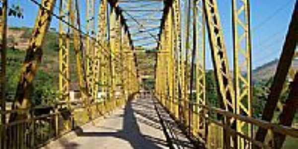 Ponte sobre Rio Pomba-Foto:DLester - Kta
