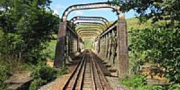 Pontilhão Via férrea-Foto:DLester - Kta
