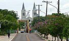 Aquidauana - Ponte e ao fundo a Igreja-Foto:Gberstel