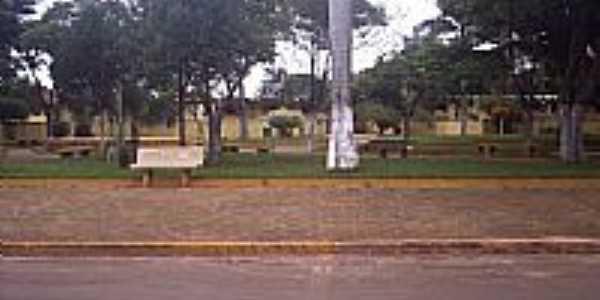 Praça da Escola Jan antonin Bata em Bataiporã-Foto:jose dos santos