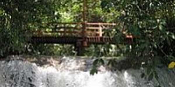 Bonito-MS-Ponte e Cachoeira na Ilha do Padre-Foto:asmaisbelascidades.
