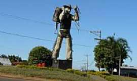 Cassilândia - Peão no trevo de entrada de Cassilândia-Foto:Altemiro Olinto Cris…