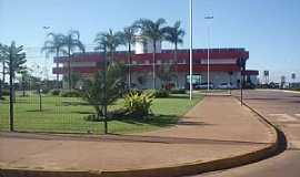 Chapadão do Sul - Chapadão do Sul-MS-Praça atráz dao Terminal Rodoviário-Foto:Leão Mapogo