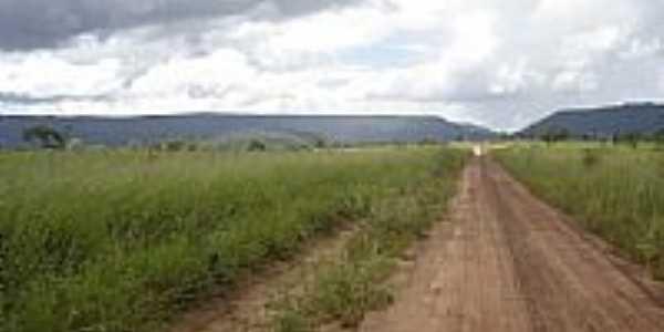 Estrada e ao fundo a Serra de Cipolândia-MS-Foto:www.pedal.com.br