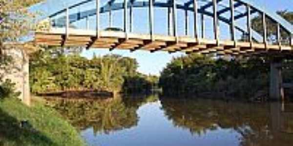 Ponte Velha ligando Guia Lopes da Laguna a Jardim