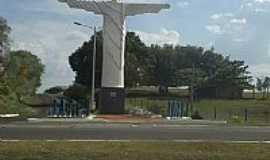 Jateí - Cristo Redentor na entrada de Jateí-Foto:Paulo Yuji Takarada