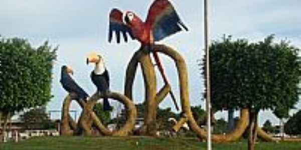 Monumento dos Tucanos em Naviraí-MS-Foto:robram2004