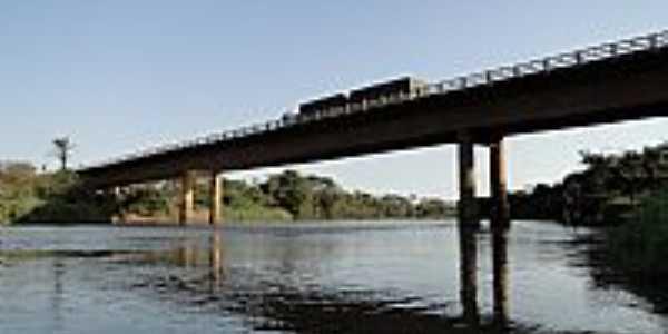 Ponte sobre o Rio Amambaí em Naviraí-MS-Foto:Paulo Yuji Takarada