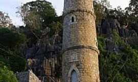 Bom Jesus da Lapa - Torre na entrada da Gruta de Bom Jesus da Lapa-BA-Foto:Dimas Justo