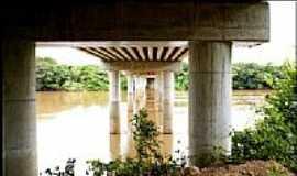 Acorizal - Vista por baixo da Ponte Sobre o Rio Cuiabá em Acorizal - MT por heliopox