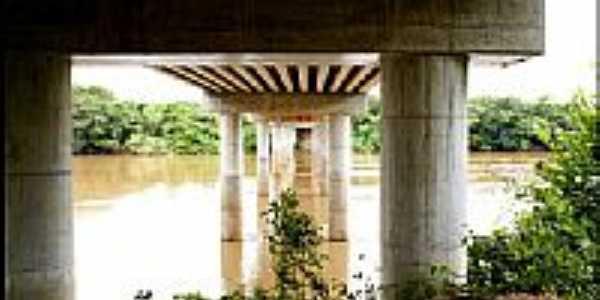 Vista por baixo da Ponte Sobre o Rio Cuiabá em Acorizal - MT por heliopox