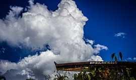 Alcantilado - Alcantilado-MT-Barco no Trevo de acesso-Foto:Rodolfo Roca
