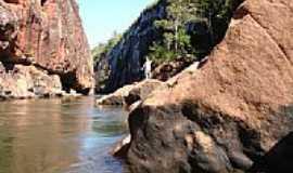 Alcantilado - Rio Garças por Rafael M Assis