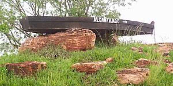 Alcantilado-MT-Barco no Trevo de acesso-Foto:clesiovar sousa pereira