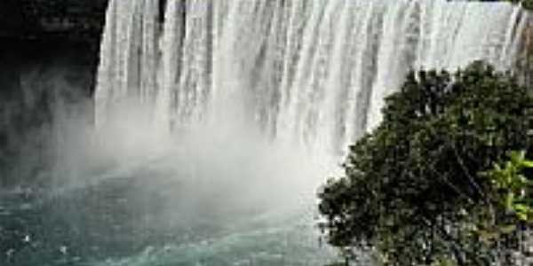 Salto Belo no Rio Sacre em Campo Novo do Parecis-MT-Foto:Fábio Manchur