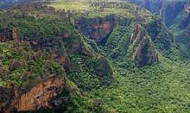 Chapada dos Guimarães - Chapada dos Guimarães-MT-Com suas enormes formações rochosas, mirantes e cachoeiras, o Parque Nacional da Chapada dos Guimarães é umas das principais atrações do Cerrado brasileiro-Foto:Suzana Barbosa Camargo