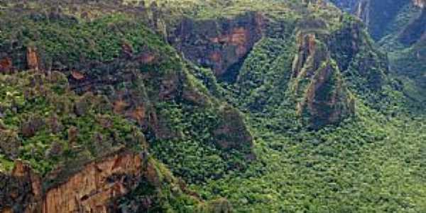 Chapada dos Guimarães-MT-Com suas enormes formações rochosas, mirantes e cachoeiras, o Parque Nacional da Chapada dos Guimarães é umas das principais atrações do Cerrado brasileiro-Foto:Suzana Barbosa Camargo