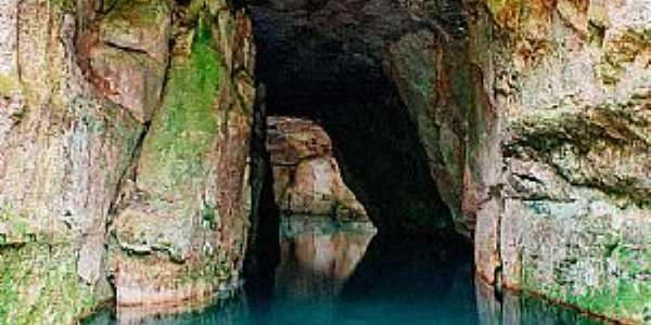 Chapada dos Guimarães-MT-Gruta na Lagoa Azul-Foto:Carpe Mundi