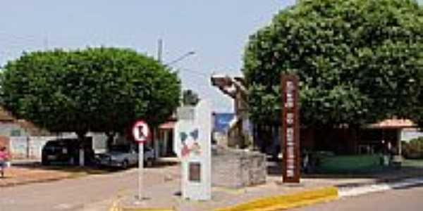 Monumento do Queijo em Curvelândia-Foto:Edson Cavalari