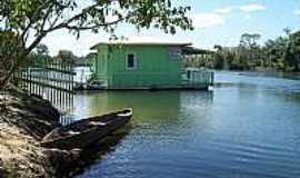 Fontanilhas - casa flutuante  Por Valdinei R. Pinheiro
