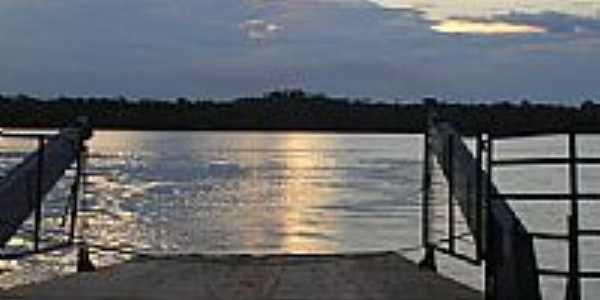 Balsa sobre o Rio Juruena por Laercio Moraes