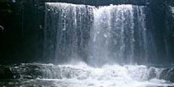 Cachoeira do Prata em Juscimeira-Foto:vitaohugao