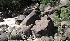 Paranaíta - Paranaíta-MT-Blocos graníticos às margens do Rio Teles Pires-Foto:João Henrique Rosa