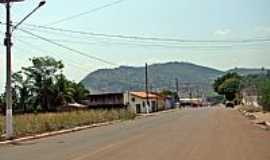 Rio Branco - Rio Branco-MT-Rua com a serra ao fundo-Foto:Edson Cavalari