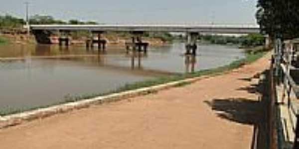 Ponte do Cais sobre o rio Vermelho em Rondon�polis-Foto:Ubaldo Gomes