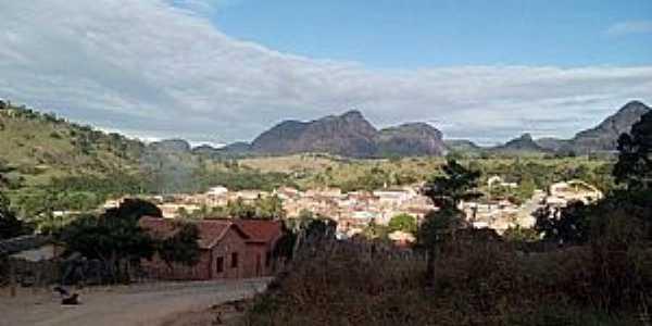 Buranhém-BA-Vista parcial da cidade com montanhas ao fundo-Foto:Facebook