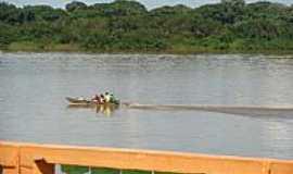 S�o F�lix do Araguaia - �ndios na voadeira no Rio Araguaia em S�o F�lix do Araguaia-MT-Foto:Ludmila_Miranda