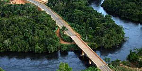 São José do Rio Claro-MT-Vista aérea da ponte sobre o Rio Claro-Foto:luiz miguelete