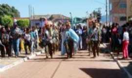 Vila Bela da Santíssima Trindade - Dança do congo com suas saídas pelas ruas, fazendo entregados festeiros...muitos turistas e a própria comunidade fazem questão de acompanhar!, Por Elba C. Passini