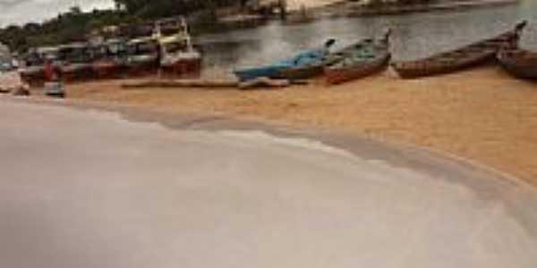 Apinag�s-PA-Barcos de pesca na beira do Rio Araguaia-Foto:Luciana Pires Tia Lu