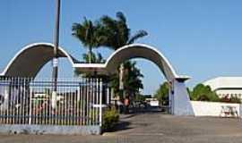 Cachoeira - Pórtico do IAENE-Faculdades Adventistas da Bahia-BR 101-Capoeiruçu-Cachoeira-Foto:Henrique de BORBA