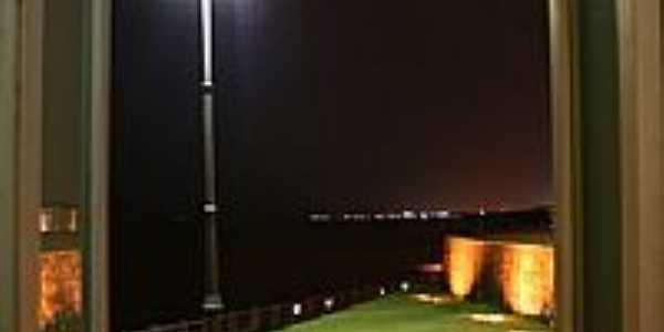Visão noturna através da janela de Belém-PA-Foto:R & F Faraon
