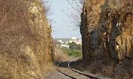 Cacul� - Cacul�-BA-Ferrovia entre as rochas-Foto:Sin�sio Prates Filho