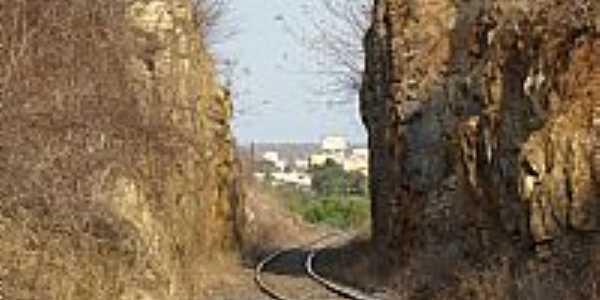 Caculé-BA-Ferrovia entre as rochas-Foto:Sinésio Prates Filho