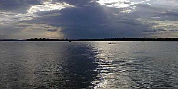 Rio Guamá em frente a Cidade de Bujaru - PA - Por Rodrigo Rolim Santos