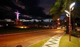 Castanhal - Vista noturna do Monumento do Cristo Redentor na Rodovia BR-316 em Castanhal-PA-Foto:Mar�al Benathar