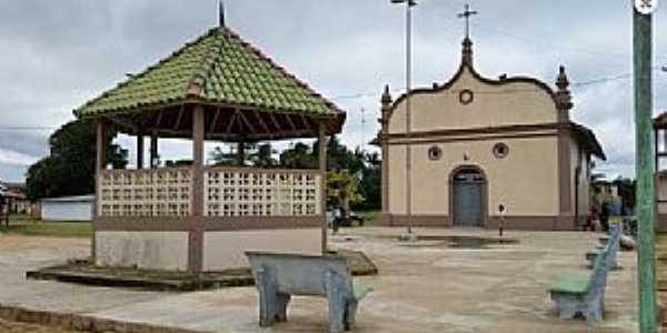 Chaves-PA-Coreto e Igreja no centro-Foto:www.chaves.pa