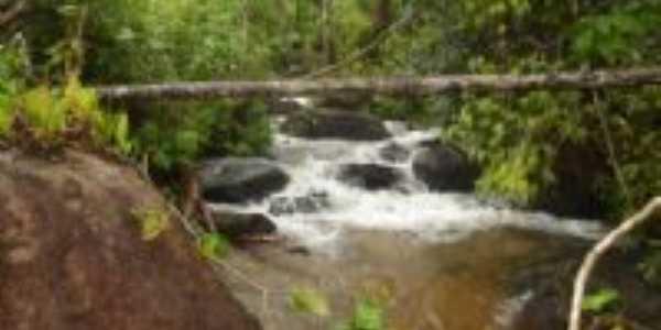 cachoeira na col�nia Uni�o, Por ana
