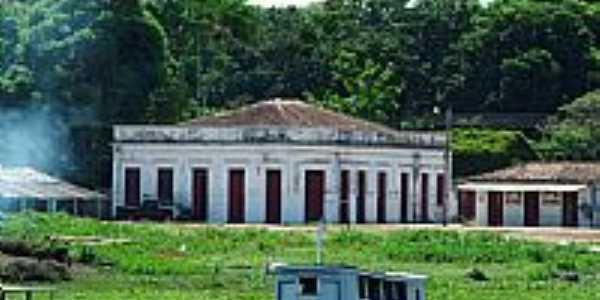 Curuá-PA-Casarão antigo na beira do Rio Curuá-Foto:Mauro Veloso