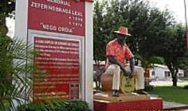 Curu�� - Curu��-PA-Memorial na Pra�a Central-Foto:Carlos Fernando Macedo